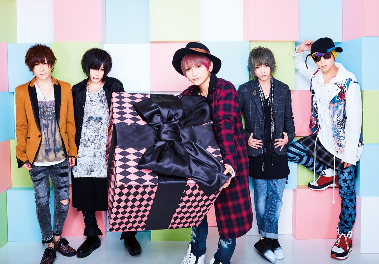 L→R 輝喜(Dr)、カノン(Ba)、みく(Vo)、takuya(Gu)、ゆうき(Key)