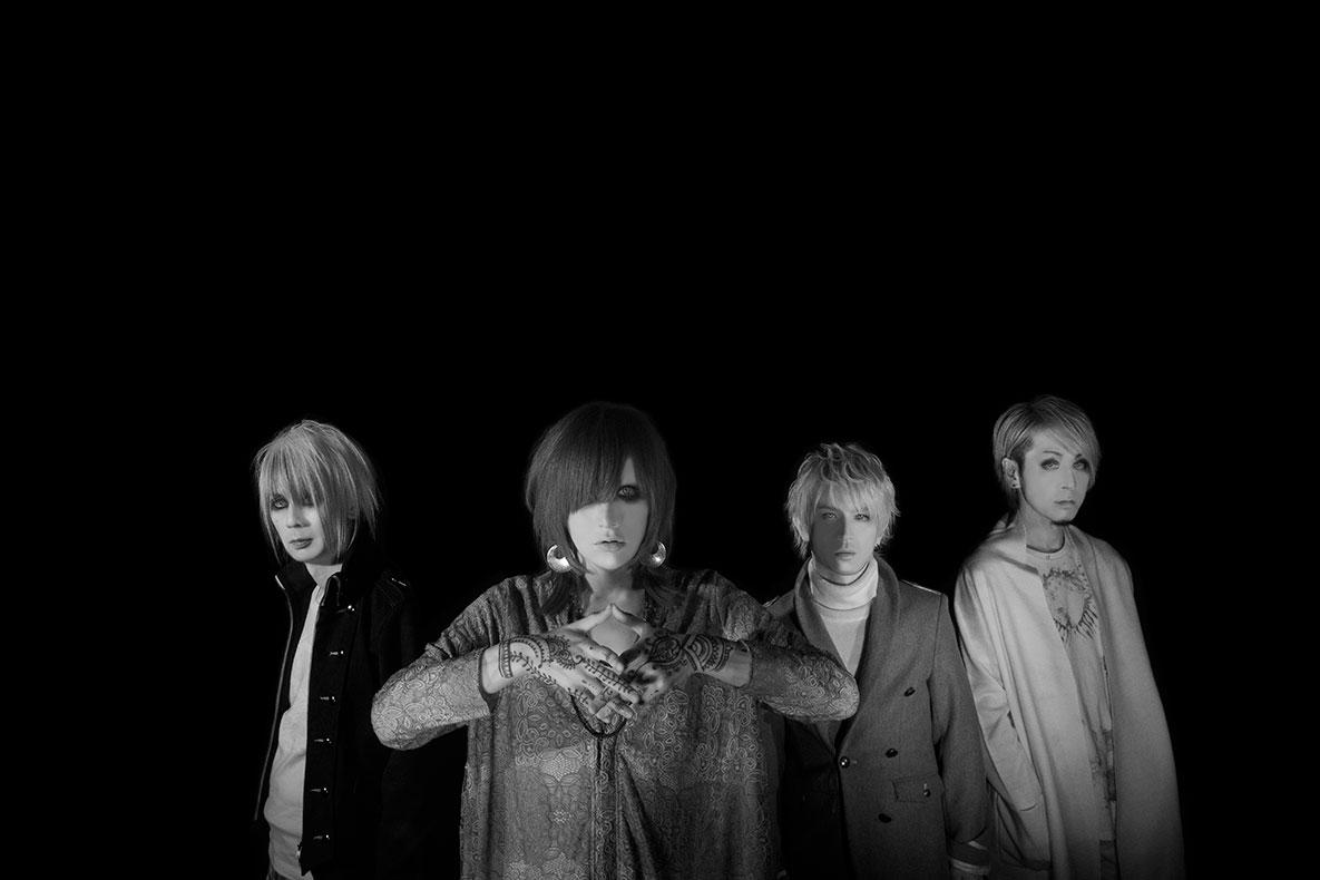 L→R 長谷川 正(Ba)、有村竜太朗(Vo)、ナカヤマアキラ(Gu)、佐藤ケンケン(Dr)