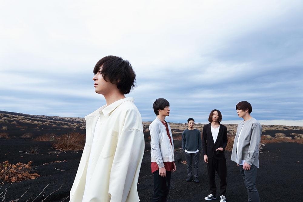 L→R 千野隆尋(Vo)、岡﨑広平(Gu)、高橋 誠(Dr)、伊丸岡亮太(Gu)、宇佐美友啓(Ba)