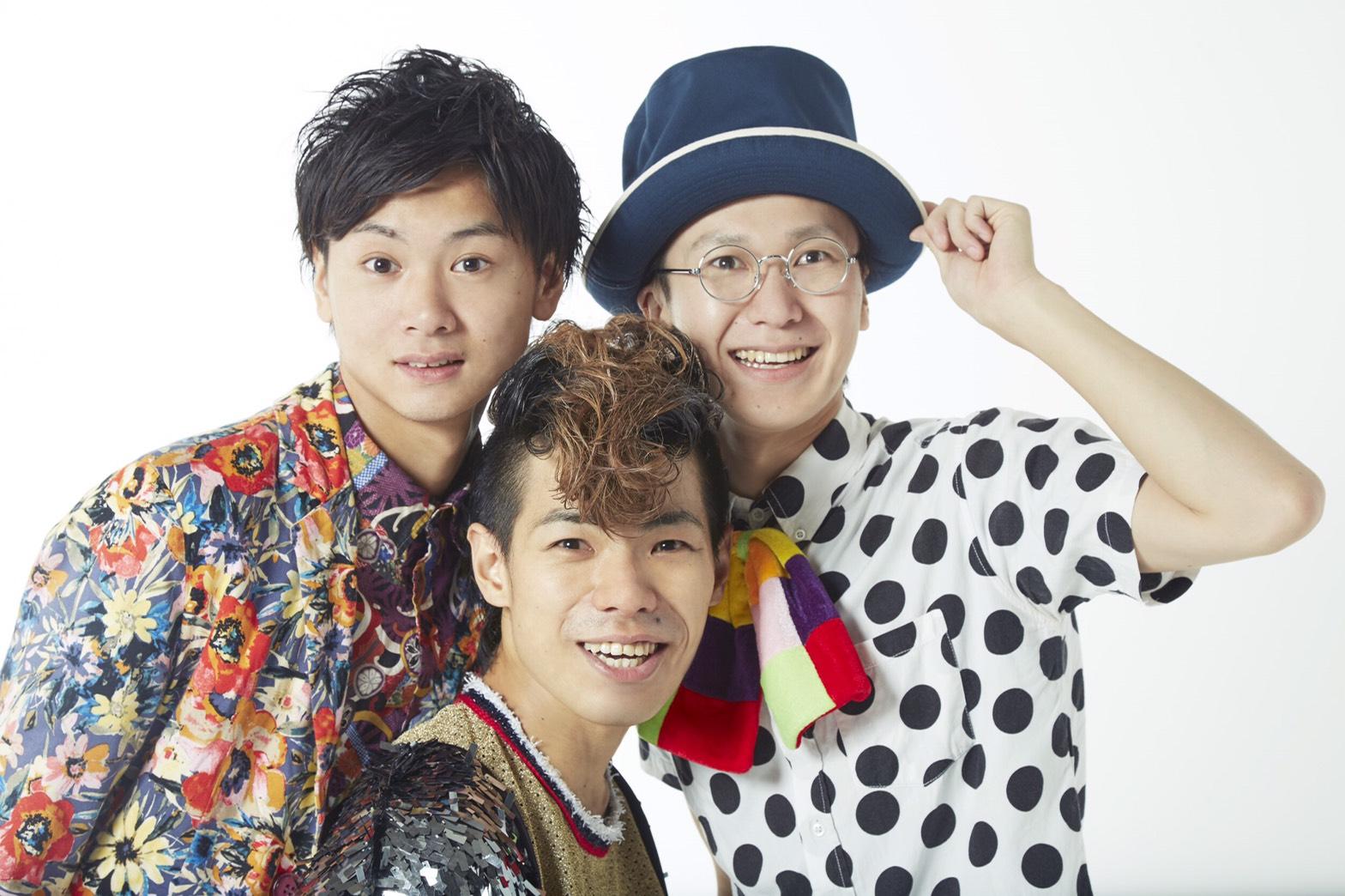 L→R 晨(Ba&Cho)、みっちー(Vo&Gu)、ジョン=エブリバディ(Dr&Cho)