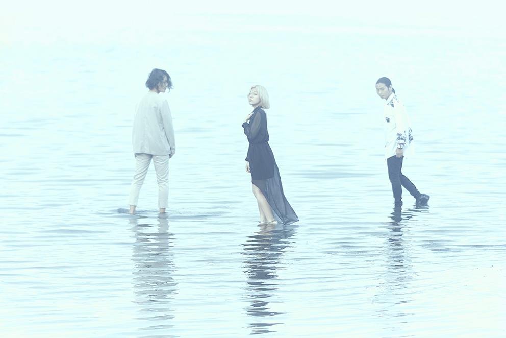 L→R 青木康介(Key)、井上佳子(Vo)、中井 傑(Ba)