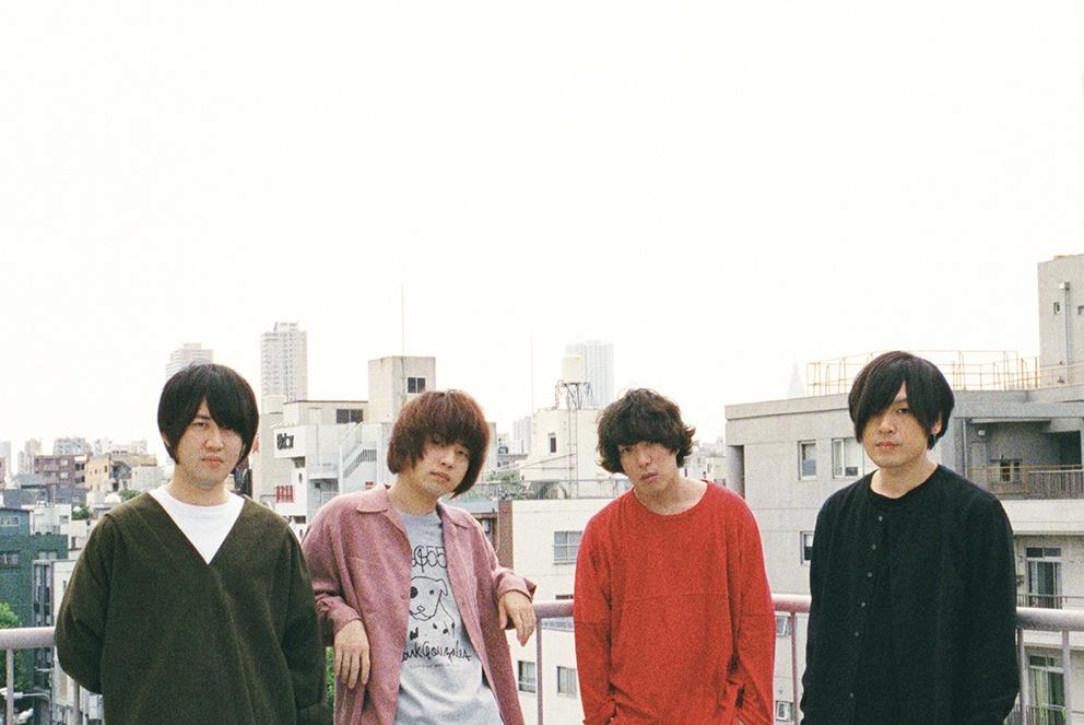 L→R 小泉貴裕(Dr)、飯田祐馬(Ba)、谷口 鮪(Vo&Gu)、古賀隼斗(Gu)