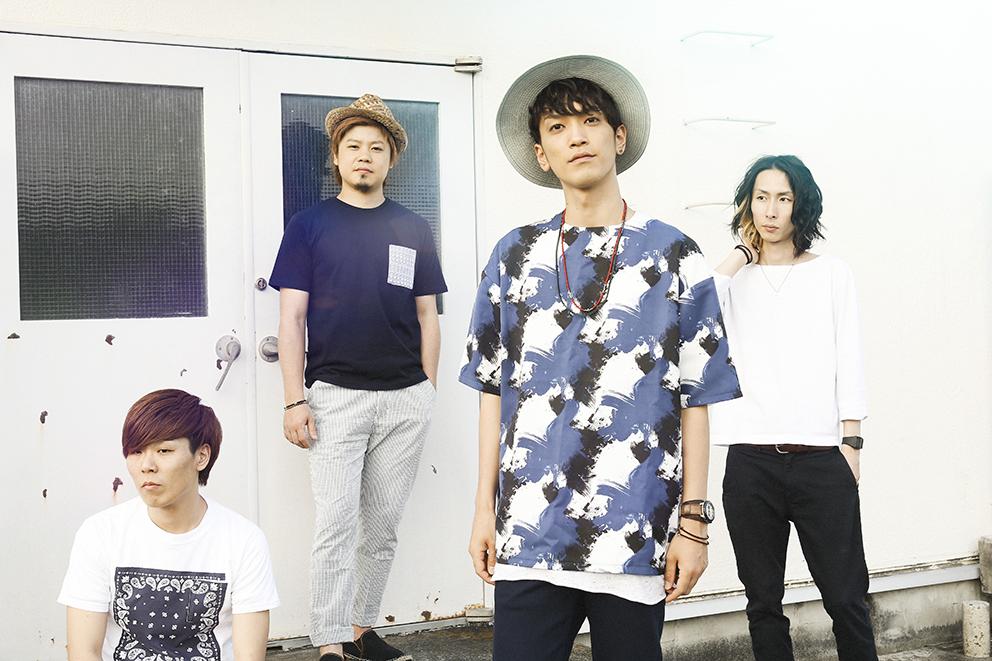 L→R LOVE大石(Dr)、たく(Ba)、PON(Vo&Gu)、イコマ(Gu&Cho)