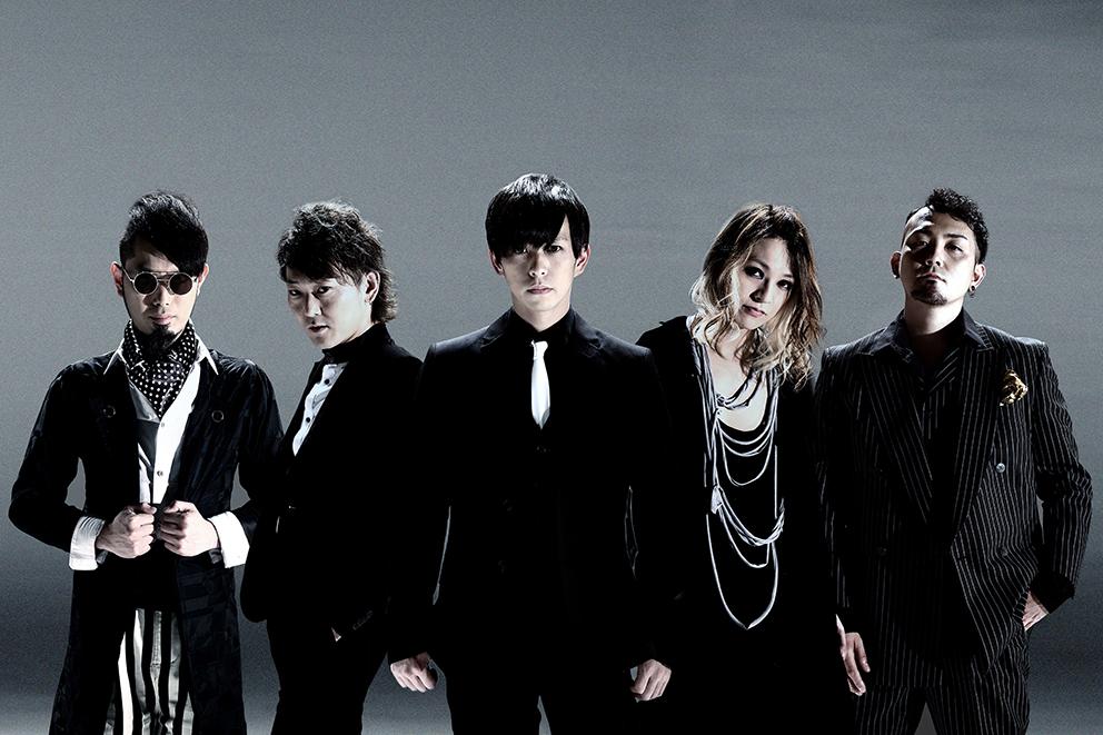 L→R 真一ジェット(Key)、塩崎啓示(Ba)、松川ケイスケ(Vo)、細川大介(Gu)、重田雅俊(Dr)