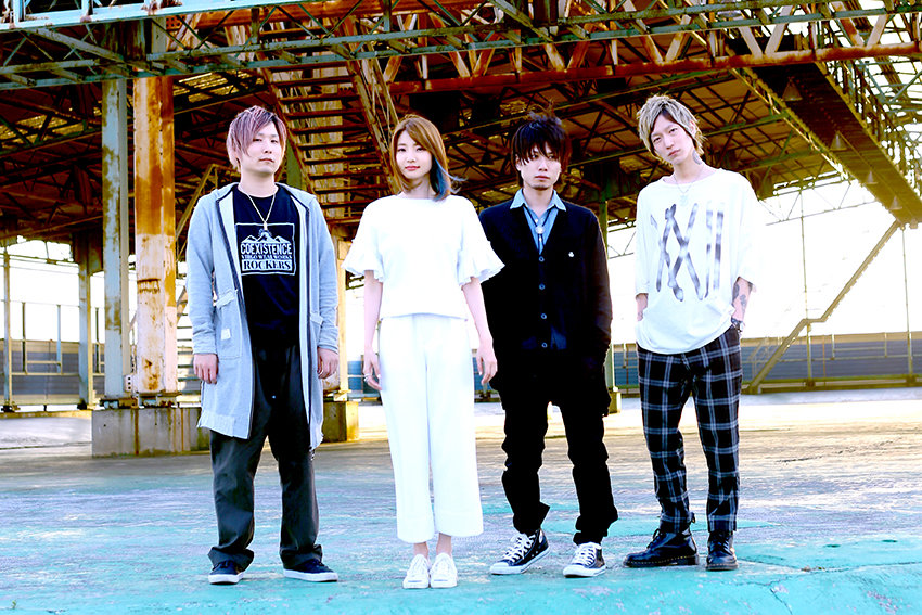 L→R Hiromu(Ba&Cho)、Misaki(Vo&Gu)、Chikai(Gu&Cho)、yoshi(Dr&Cho)