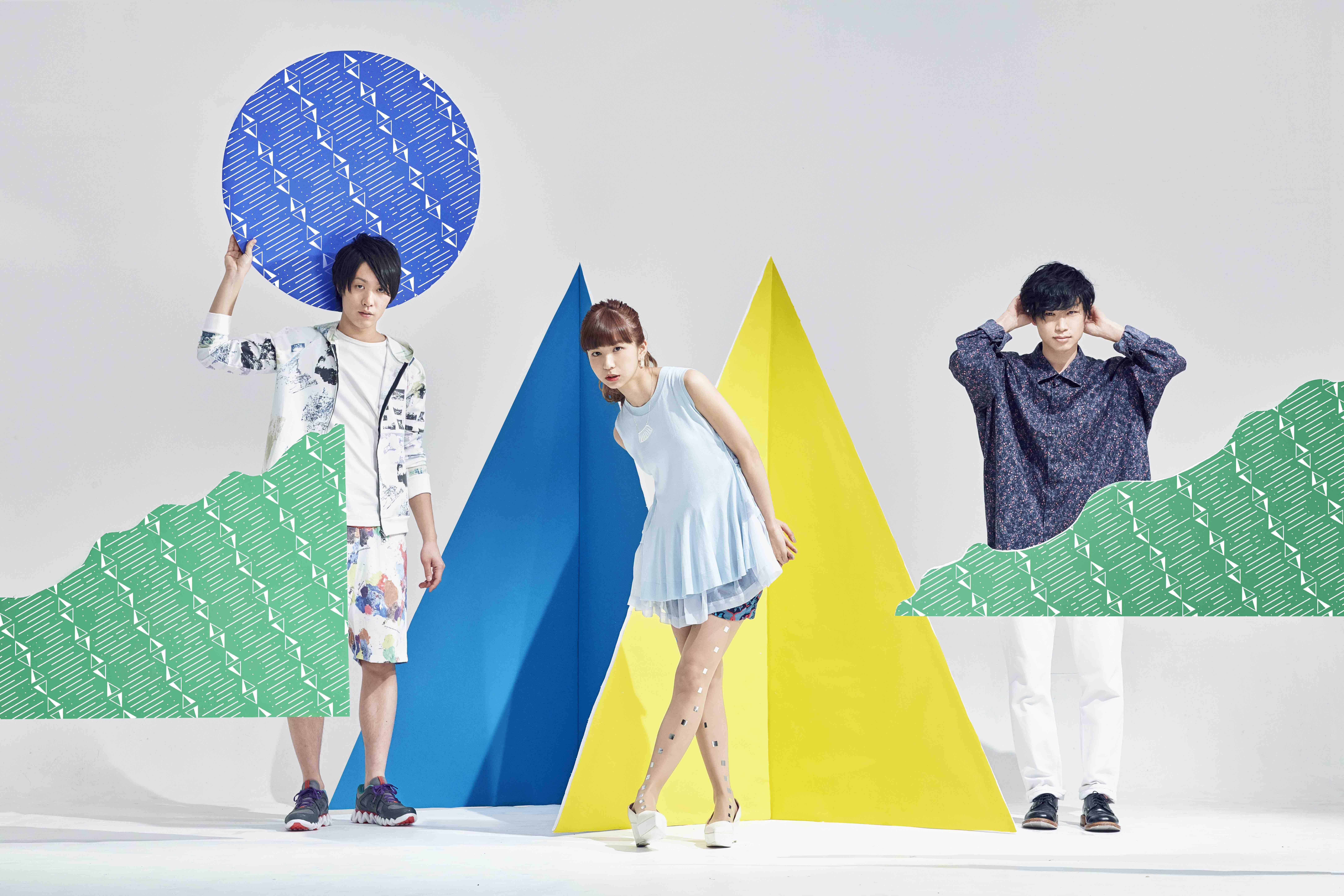 L→R 三輪幸宏(Dr)、森 彩乃(Vo&Key)、内田旭彦(Ba&Cho&Prog)