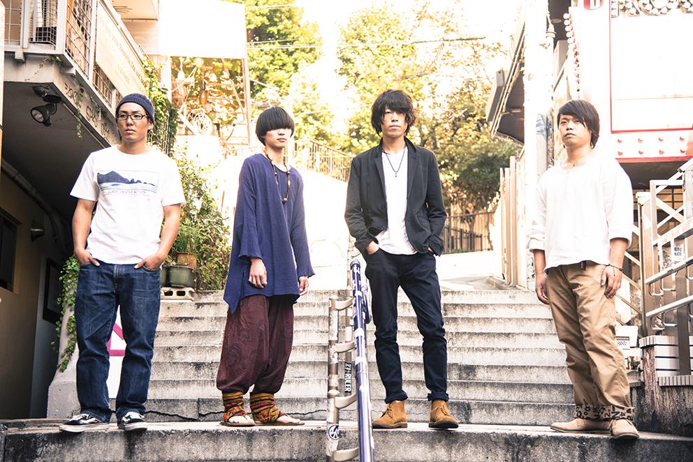 L→R 吉武幸太(Dr)、長弘卓也(Ba)、大島正太(Vo&Gu)、松隈一輝(Gu)