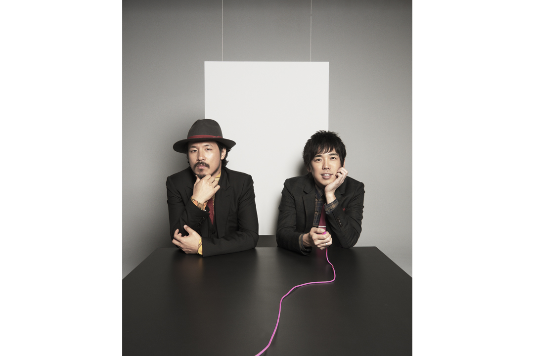 L→R 常田真太郎(Piano&Cho&Organ&Other instruments and total sound treatment)、大橋卓弥(Vo&Gu&Harmonica)