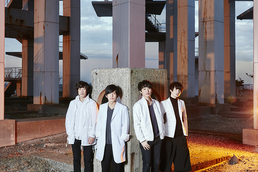 L→R 奥村眞也(Dr&Cho)、鴻池 遼(Vo&Gu)、雅景(Gu)、横山航大(Ba)
