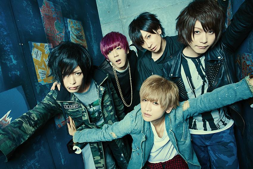 L→R カノン(Ba)、ゆうき(Key)、みく(Vo)、輝喜(Dr)、takuya(Gu)