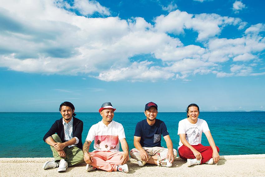 L→R 宮平直樹(Gu)、前川真悟(Vo&Ba)、中村洋貴(Dr)、新屋行裕(Gu)