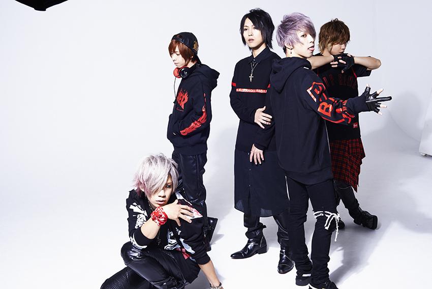 L→R Chiyu(Ba)、shinpei(Dr)、masato(Gu)、武瑠(Vo)、yuji(Gu)