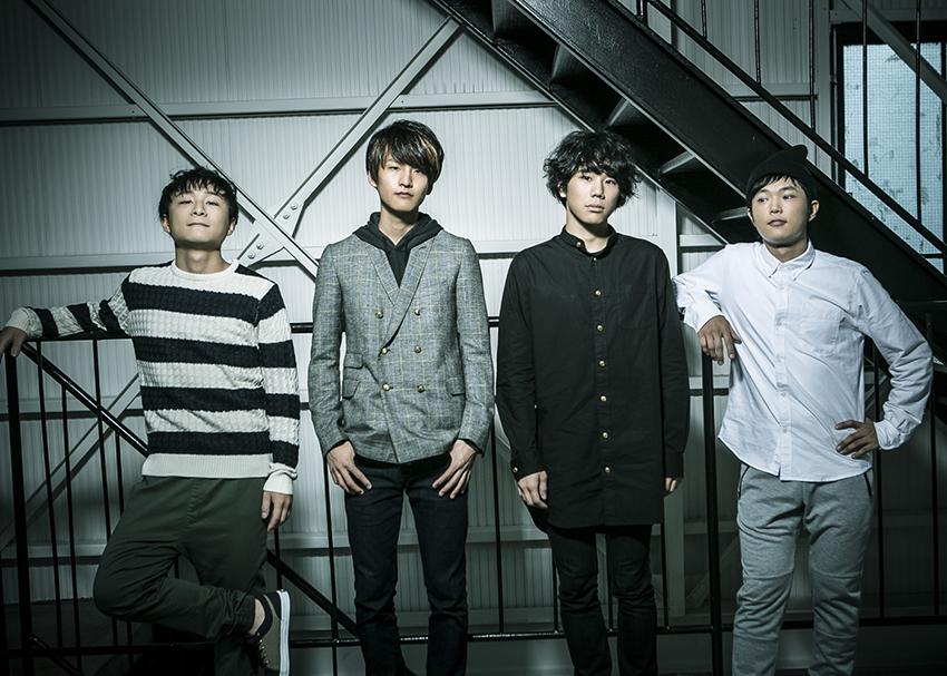 L→R 田中駿汰(Dr&Cho)、小川真司(Gu&Cho)、森 良太(Vo&Gu)、白山治輝(Ba&Cho)