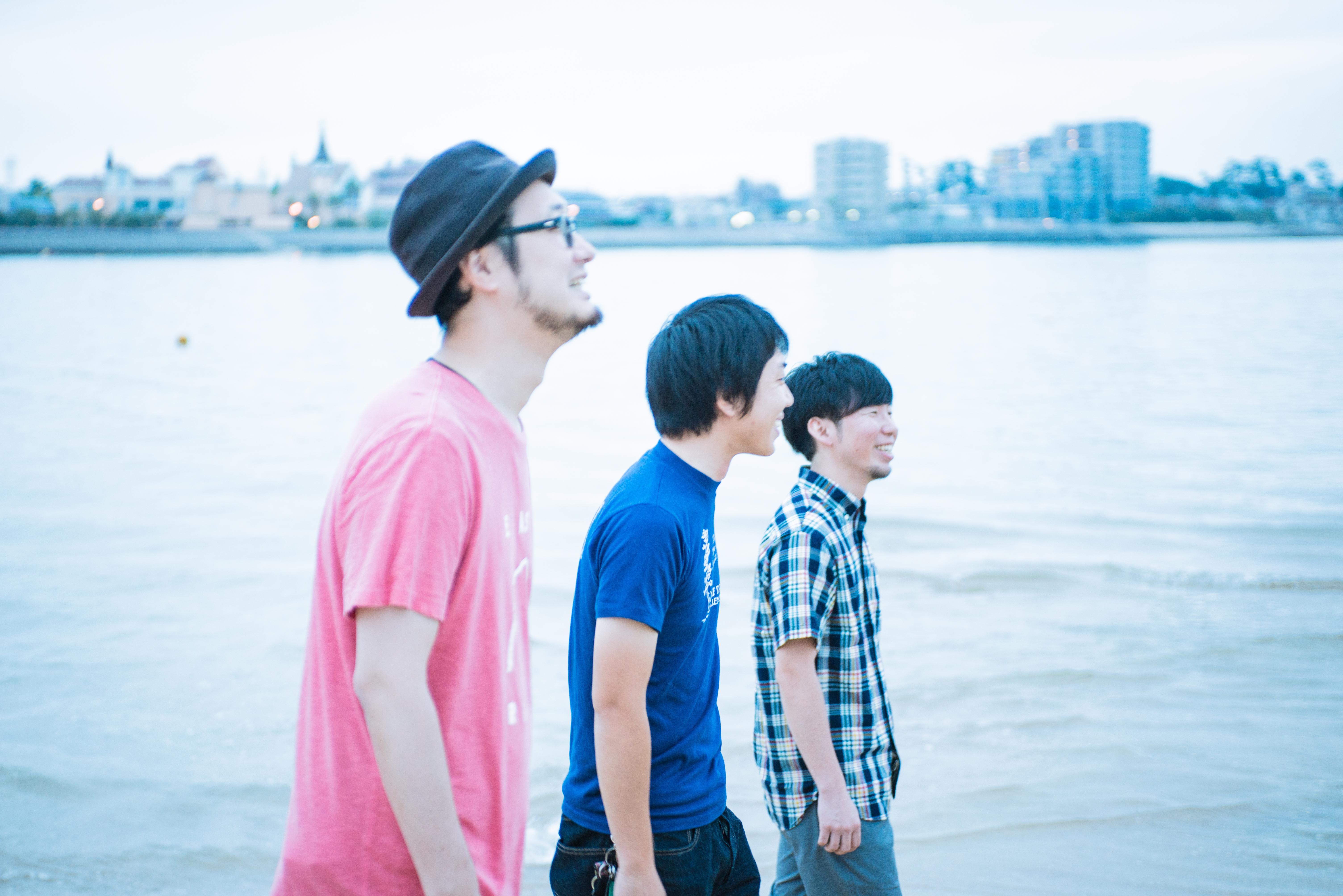 L→R 宮下 浩(Vo&Gu)、今井 昂(Ba&Cho)、太田幸伸(Dr&Cho)