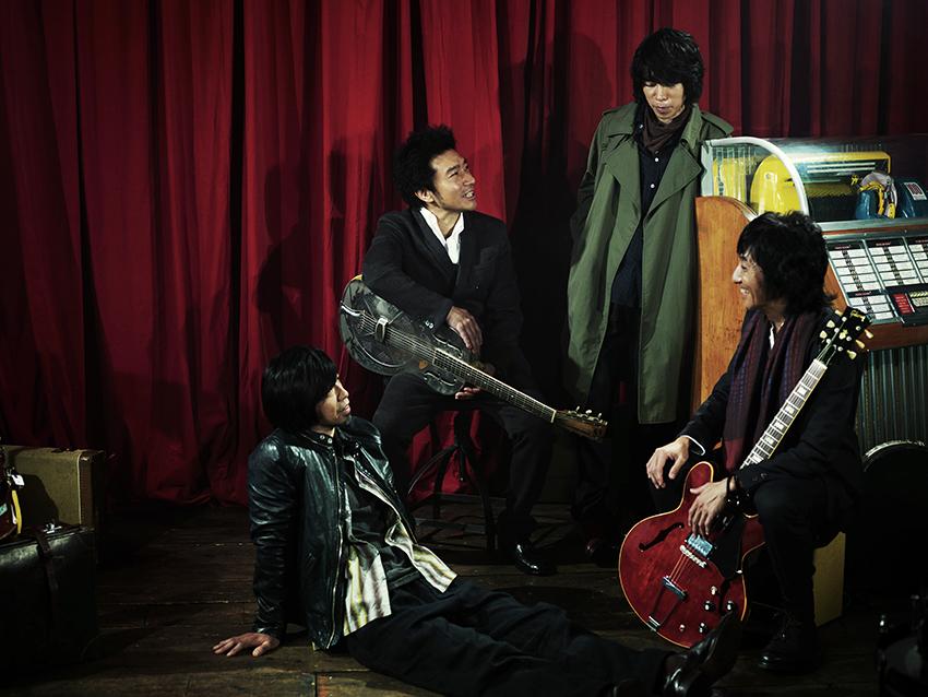L→R サンコンJr.(Dr)、トータス松本(Vo)、ジョンB(Ba)、ウルフルケイスケ(Gu)