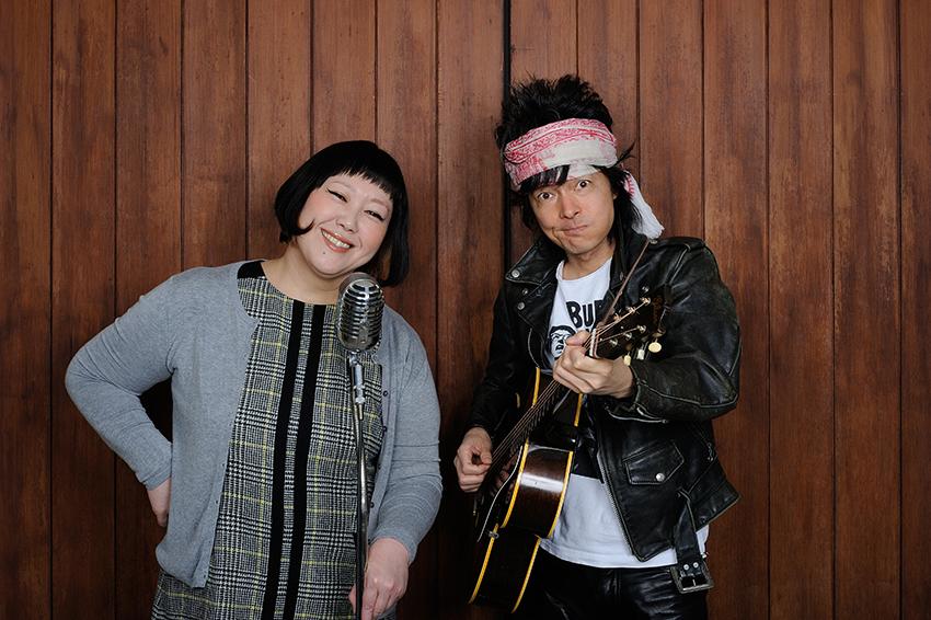 L→R 真城めぐみ(Vo/ヒックスヴィル)、真島昌利(Gu&Vo/ザ・クロマニヨンズ)