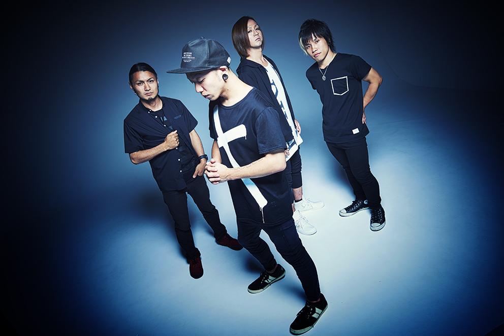 L→R 勝也(Ba)、taama(Vo)、Daisuke(Dr)、くぼっち(Gu)