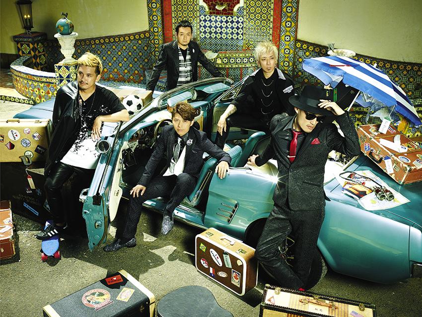 写真左より時計回り、TAKE(Gu)、GOT'S(Ba)、IWASAKI(Dr)、KOHSHI(Vo)、KEIGO(Vo)