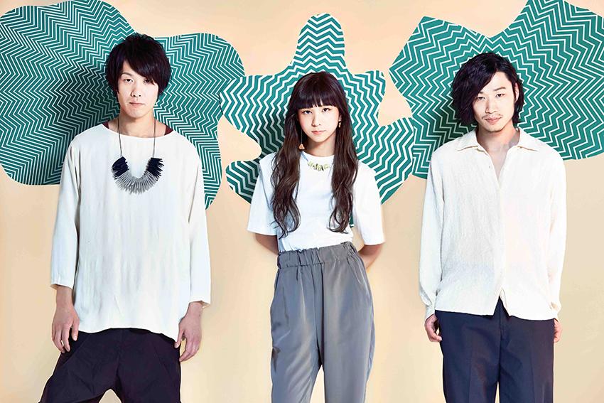 L→R 三輪幸宏(Dr)、森 彩乃(Vo&Key)、内田旭彦(Ba&Cho&Programming)