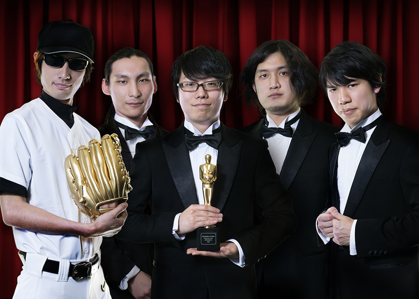 L→R マイケルTHEドリーム(Key)、ブルマン藤井(Ba&Cho)、デストロイはるきち(Vo&Gu)、ジャンボリー加藤(Dr&Cho)、ノブリル(Gu&Cho)