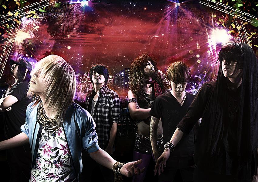 L→R  Tomonori (Dr)、So (Vo)、Kei(Ba)、Taiki (Gu)、Sxun(Gu)、Minami(Vo&Key)