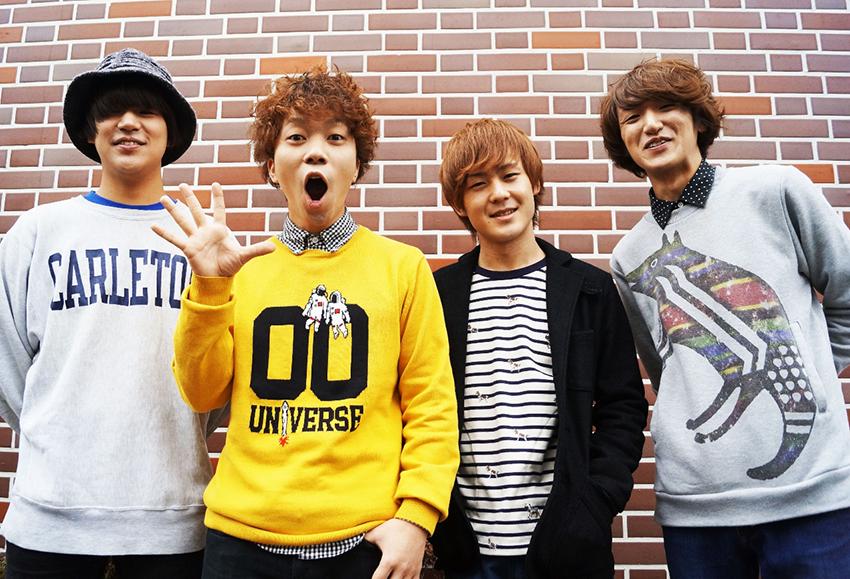 L→R YU-TA(Ba&Cho)、TAKUMI(Gu&Vo)、KO-Ki(Dr)、HARA-KUN(Gu&Cho)