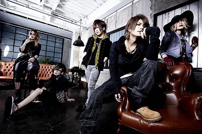 L→R Yuh(Gu)、海(Gu)、Tohya(Dr)、智(Vo)、瑠伊(Ba)