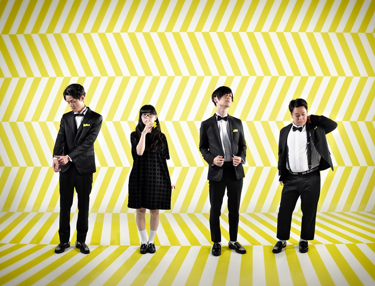L→R タイヘイ(Dr)、ヤギヌマ カナ(Vo&Gu)、シミズ コウヘイ(Gu&MC)、ヨシヤマ・グルービー・ジュン(Ba)