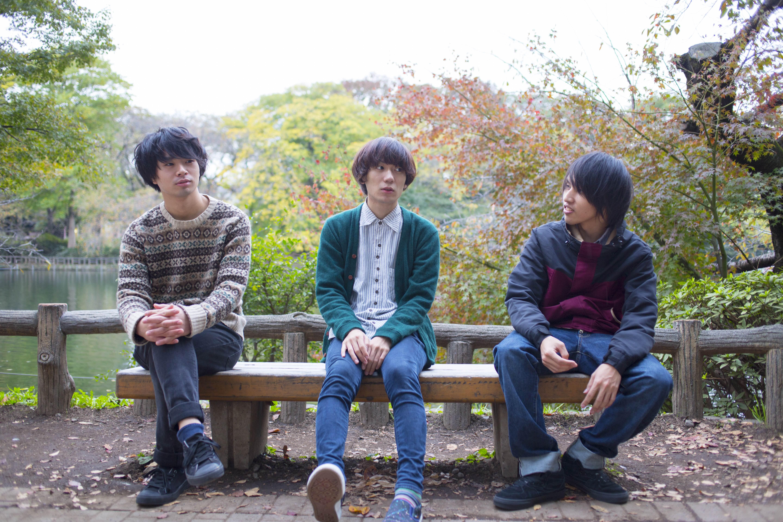L→R 斉藤 弦(Gu)、菊池 遼(Vo&Gu)、前田翔平(Ba)