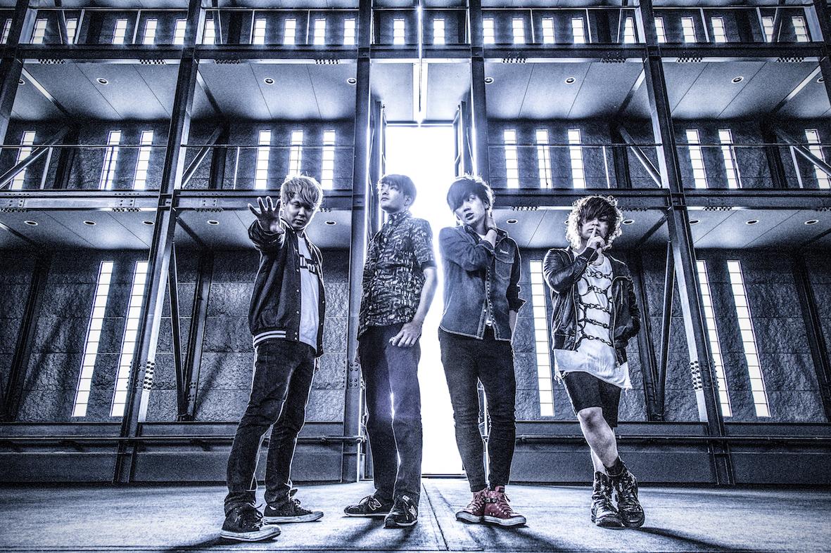 L→R 廣田哲朗(Ba&Cho)、K.O.U(Dr)、SeshiroX(Vo)、Rockwell(Gu&Programming&Cho)