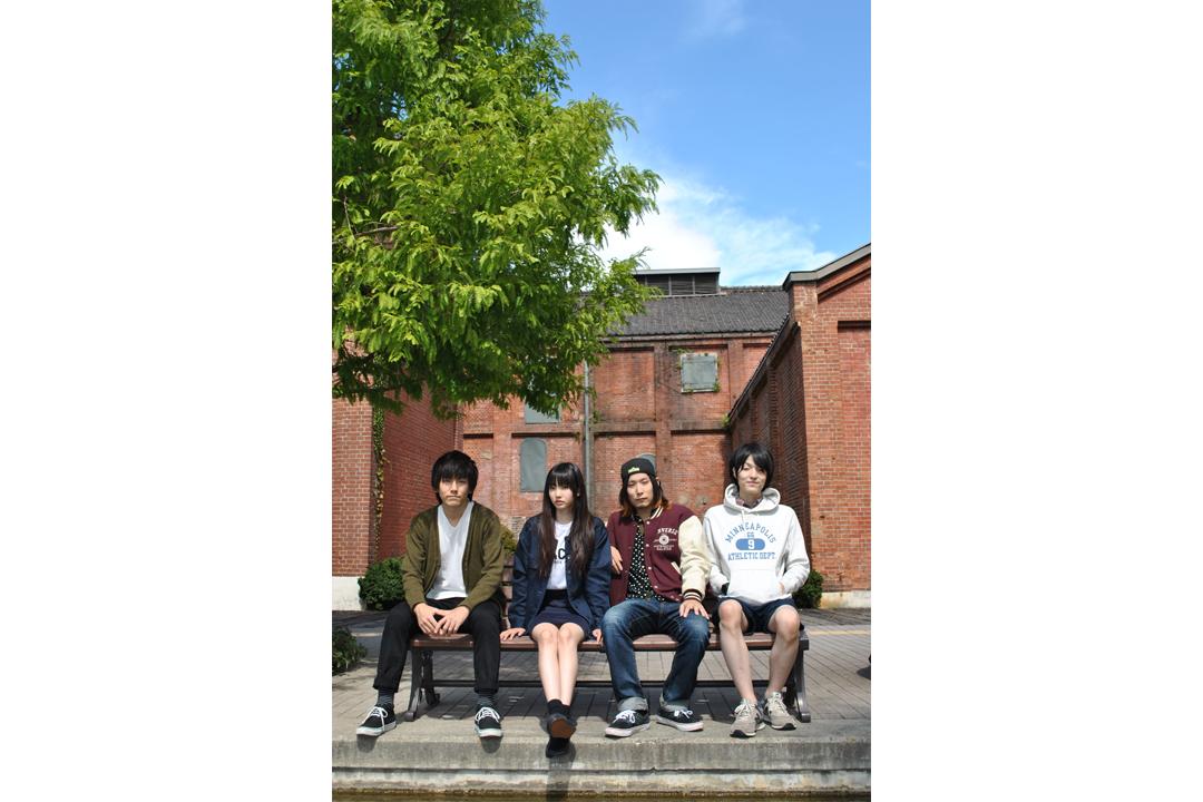 L→R Heisuke(Gu)、Misaki(Vo)、 Hiromu(Ba)、Junpei(Dr)