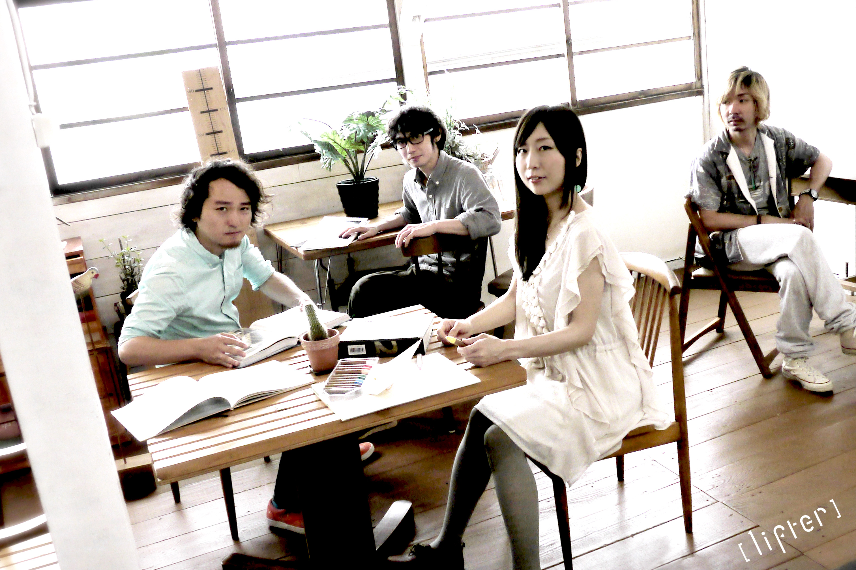 L→R くにやん(Ba)、サイトウユウキ(Dr)、none*(Vo&Key)、Suzuki-man(Gu)