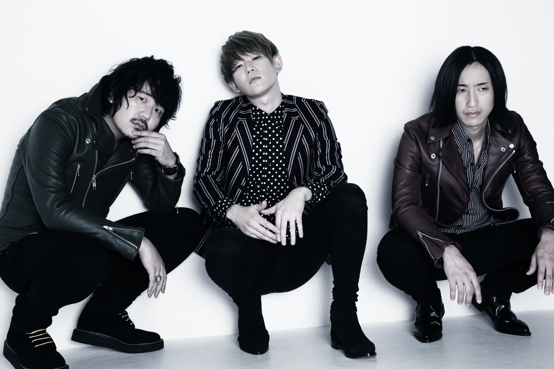 L→R 小林賢司(Ba)、小林要司(Vo&Gu)、田中秀作(Dr)