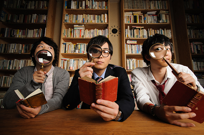 L→R 岡田典之(Ba)、三浦隆一(委員長、Vo&Gu)、佐々木直也(Gu)