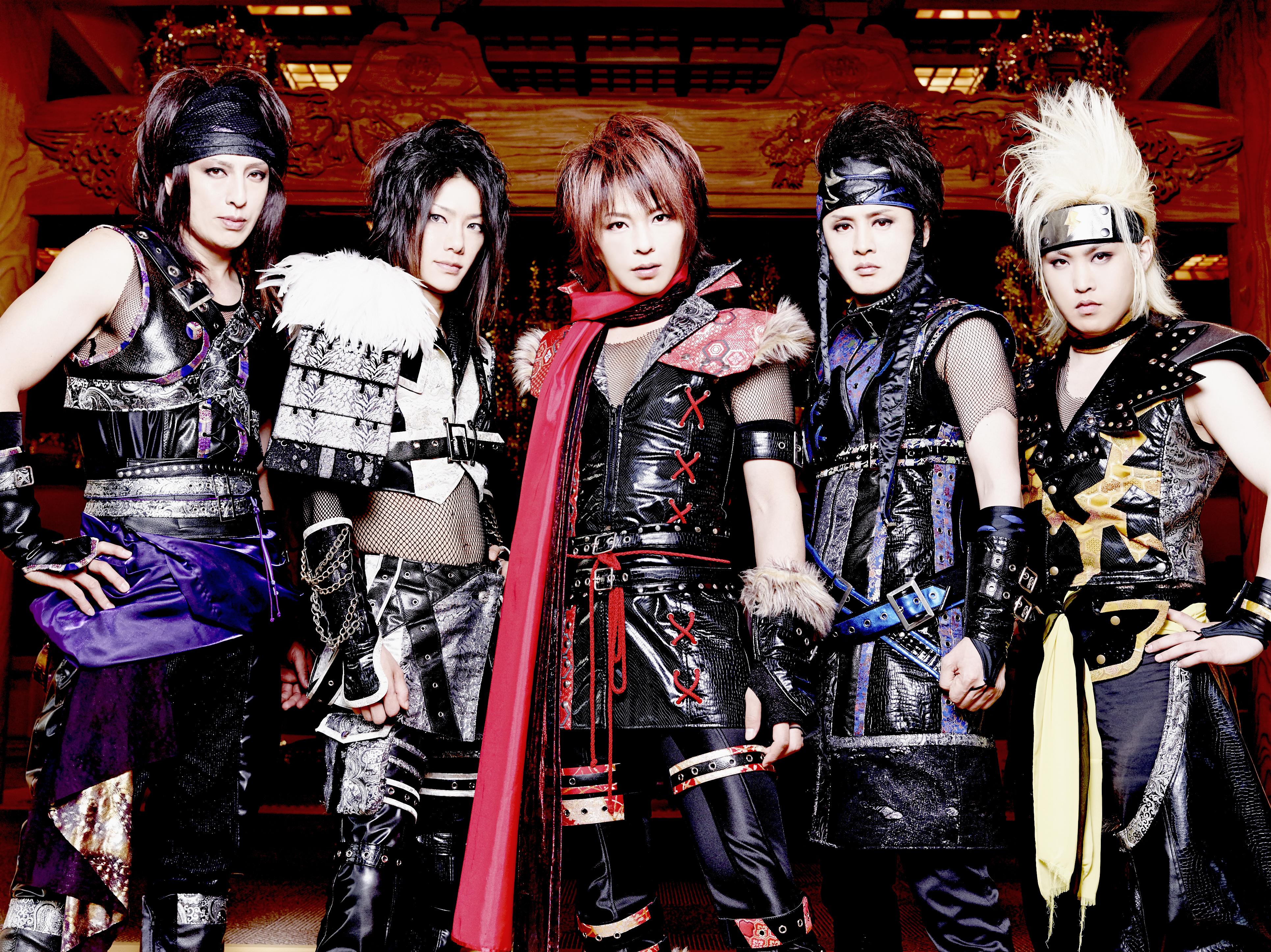 L→R Metal(Ba)、Daishi(Gu)、Sarino(Vo)、Lida(Gu)、Dewey(Dr)