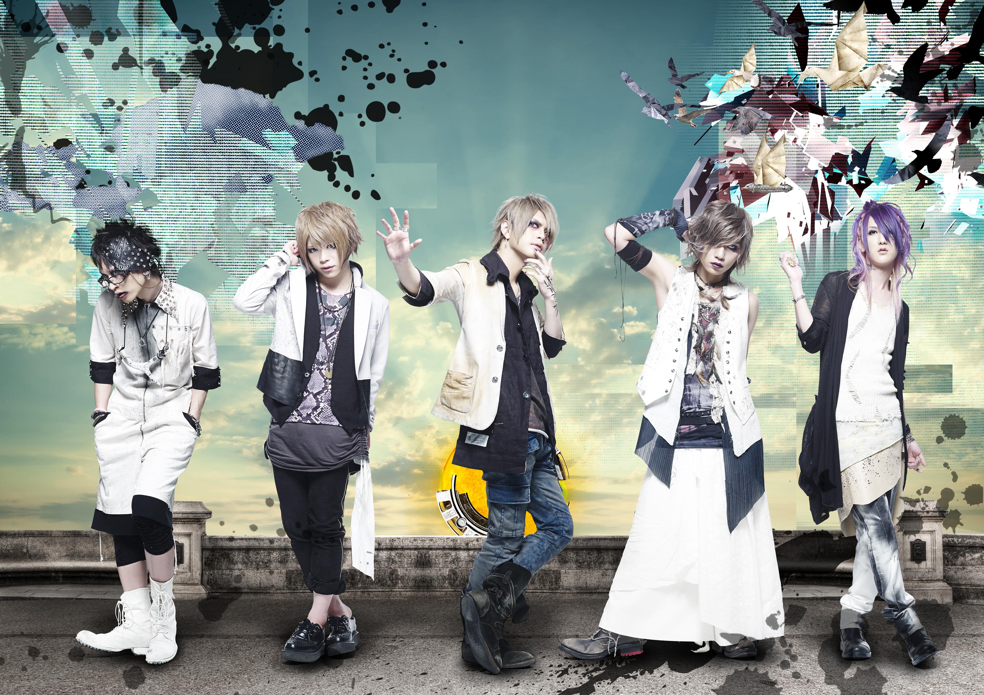 L→R 海(Gu)、Tohya(Dr)、智(Vo)、瑠伊(Ba)、Yuh (Gu)