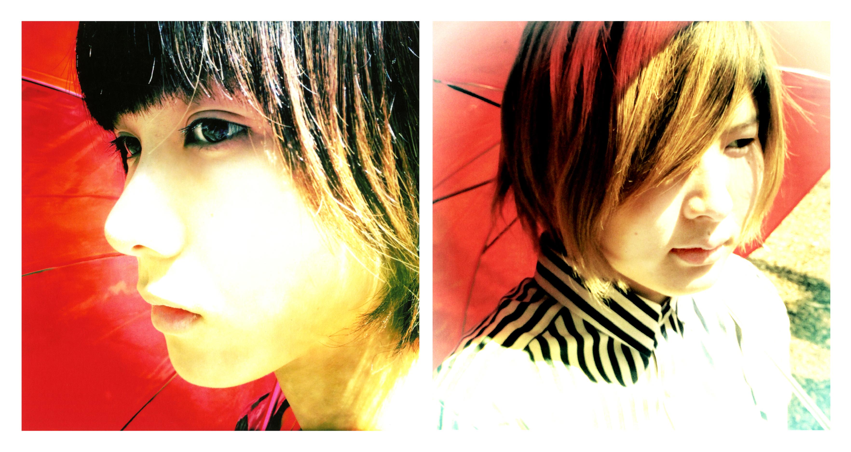 L→R ハルカ(Vo&Gu)、ミユキ(Key&Cho)
