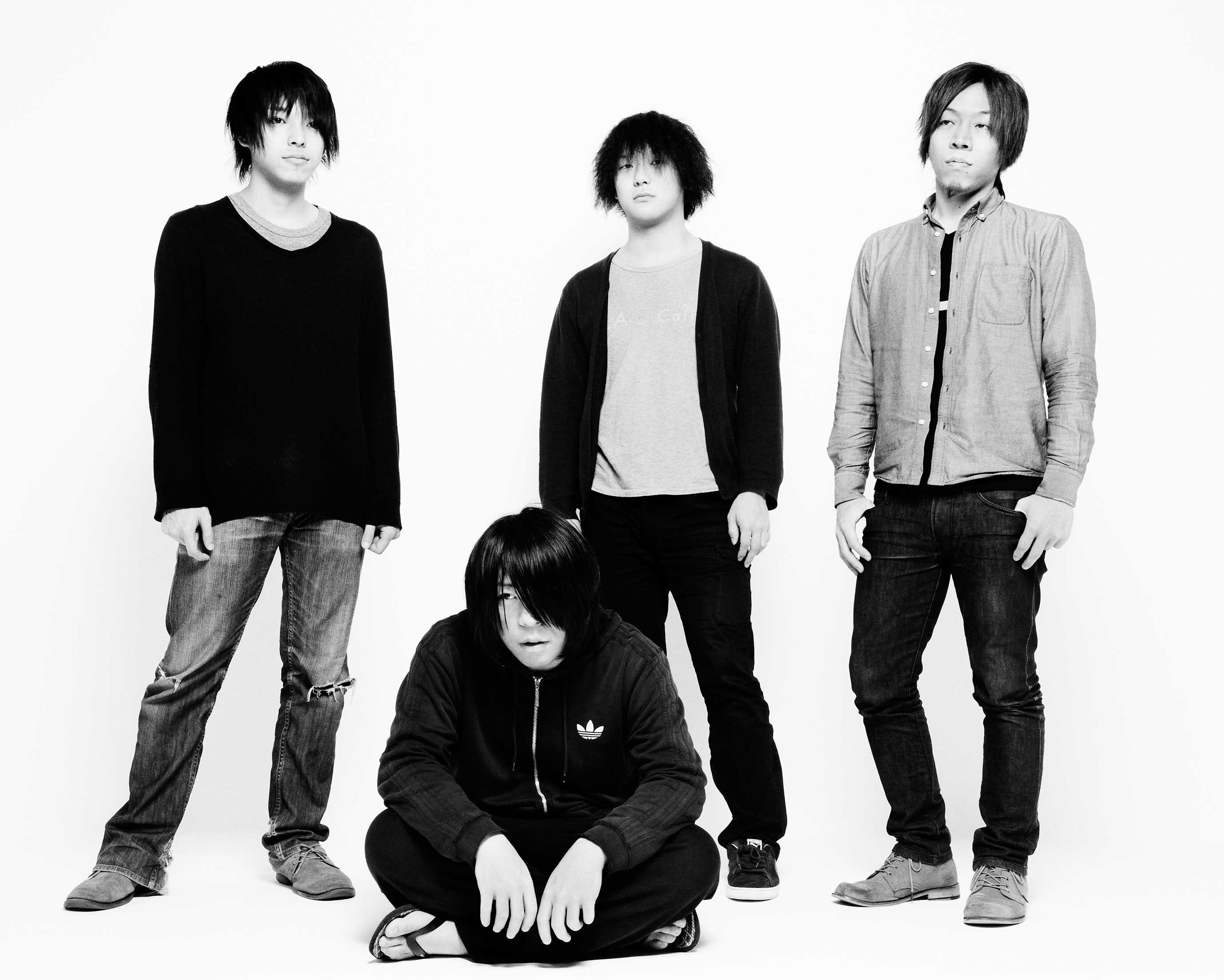 L→R 琢磨章悟(Ba)、篠塚将行(Vo&Gu)、菅澤智史(Gu)、栗原則雄(Dr)