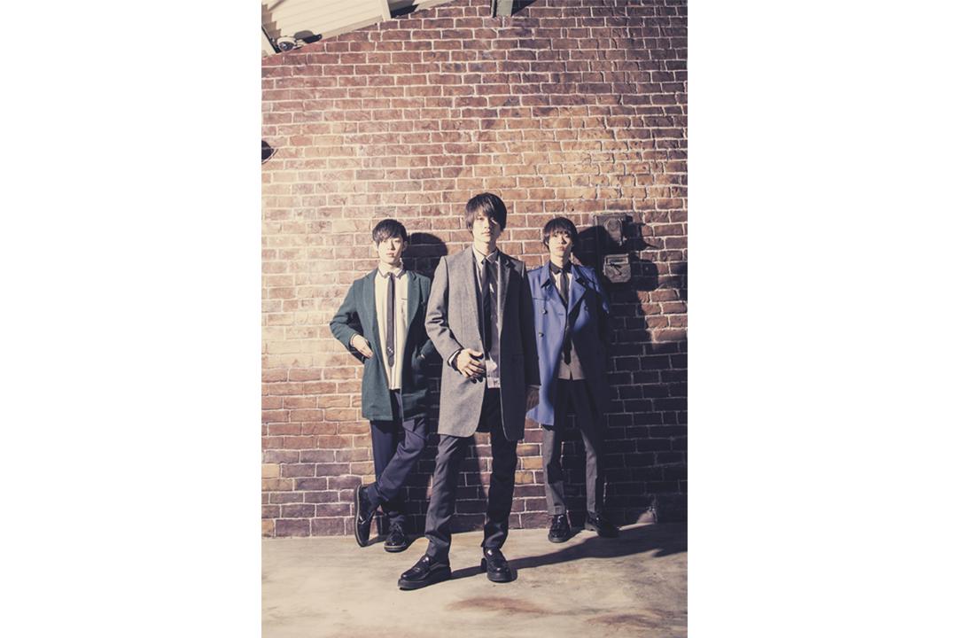 L→R 奥野翔太(Ba&Cho)、杉本雄治(Piano&Vo)、河邉 徹(Dr&Cho)