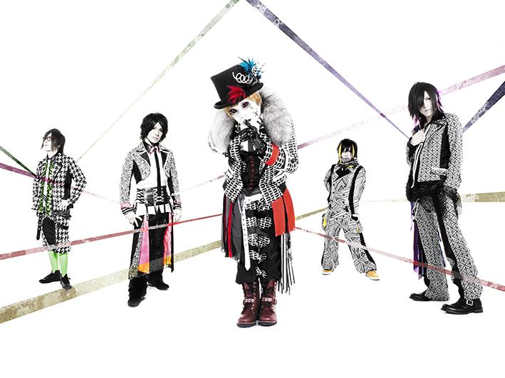 L→R Shinno(Gu)、華凛(Ba)、団長(Vo)、K(Dr)、Kyrie (Gu)