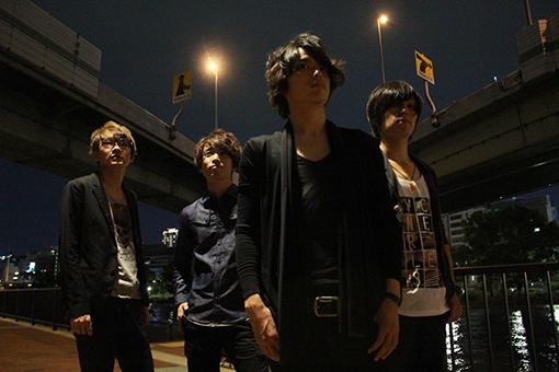 "L→R Hata keisuke(Dr&Cho)、Kinjyo ""K J"" makoto(Ba&Cho)、Kasai hiroyuki(Vo&Gu)、Hirabayashi tomoya(Gu&Cho)"