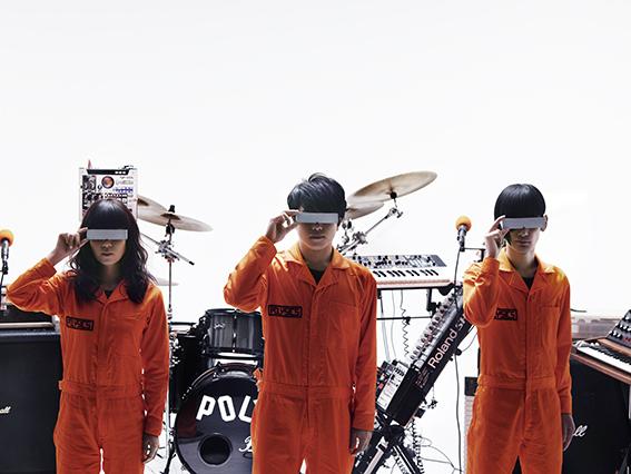 L→R フミ(Ba&Synthesizer&Vo)、ハヤシ(Gu&Vo&Synthesizer&Programming)、ヤノ(Dr&Vo)