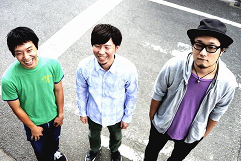 L→R 今井 昂(Ba&Cho)、宮下 浩(Vo&Gu)、太田幸伸(Dr&Cho)