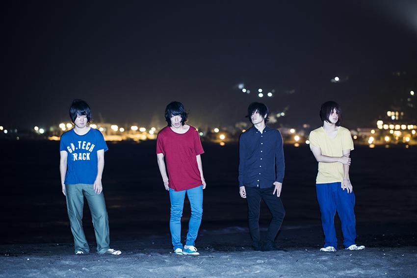 L→R 小泉貴裕(Dr)、谷口 鮪(Vo&Gu)、古賀隼斗(Gu&Cho)、飯田祐馬(Ba)