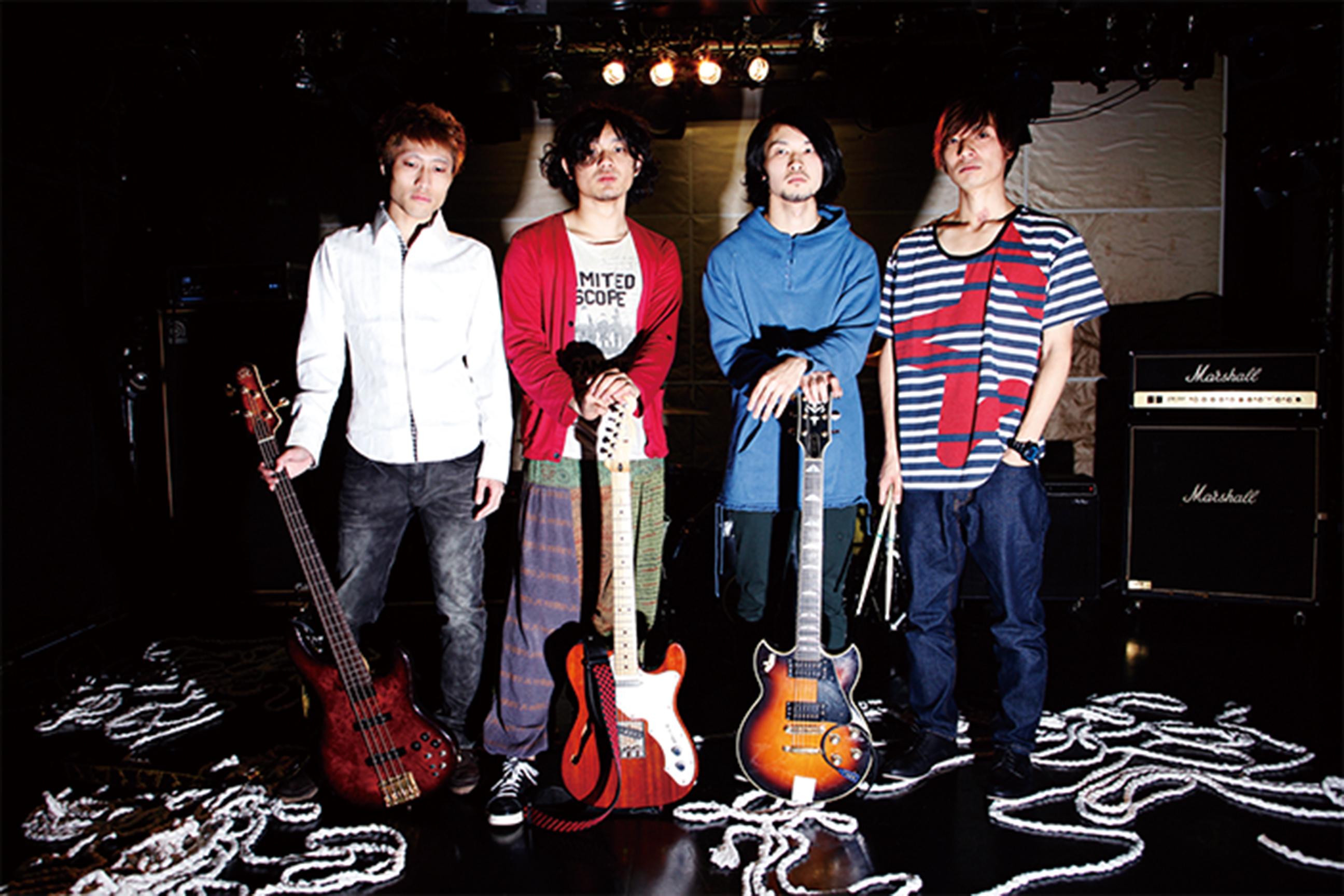 L→R Kou(Ba)、タチバナロン(Vo&Gu&Key)、大野(Gu)、北原ジャンクション(Dr)