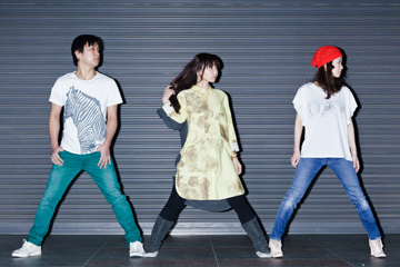 L→R Toyomu Futamata(Compose)、Michi Kuninaga(Vo)、Yuki Shimamura(Compose)