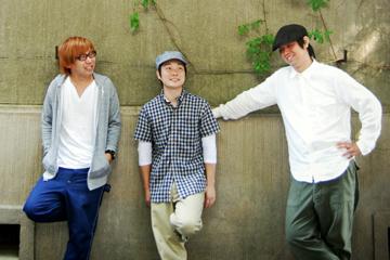 L→R 町田龍哉(Ba)、柿澤秀吉(Vo&Gu)、濱野昌浩(Dr)