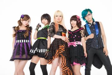 L→R オレオレオナ(Key)、F チョッパーKOGA(Ba)、Fuki(Vo)、TOMO-ZO(Gu)、はな(Dr)
