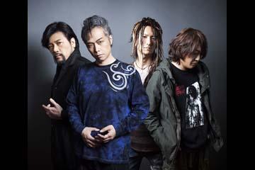 L→R 三柴 理(Pf)、大槻ケンヂ(Vo)、ARIMATSU(Dr) 、NARASAKI(Gu)