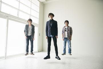 L→R 大貫朋也(Dr)、松本明人(Vo&Gu)、村田智史(Ba)